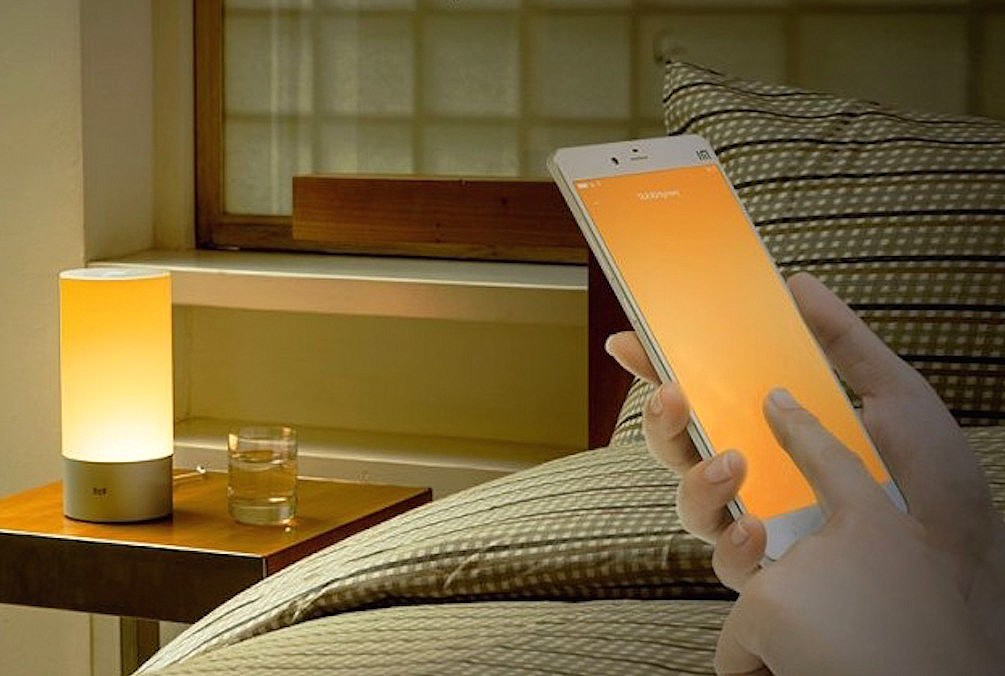 yeelight-bedside-lamp-psfk